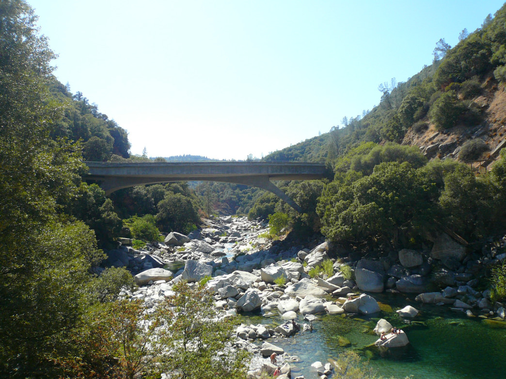 Granite boulders create pools along the South Yuba River.