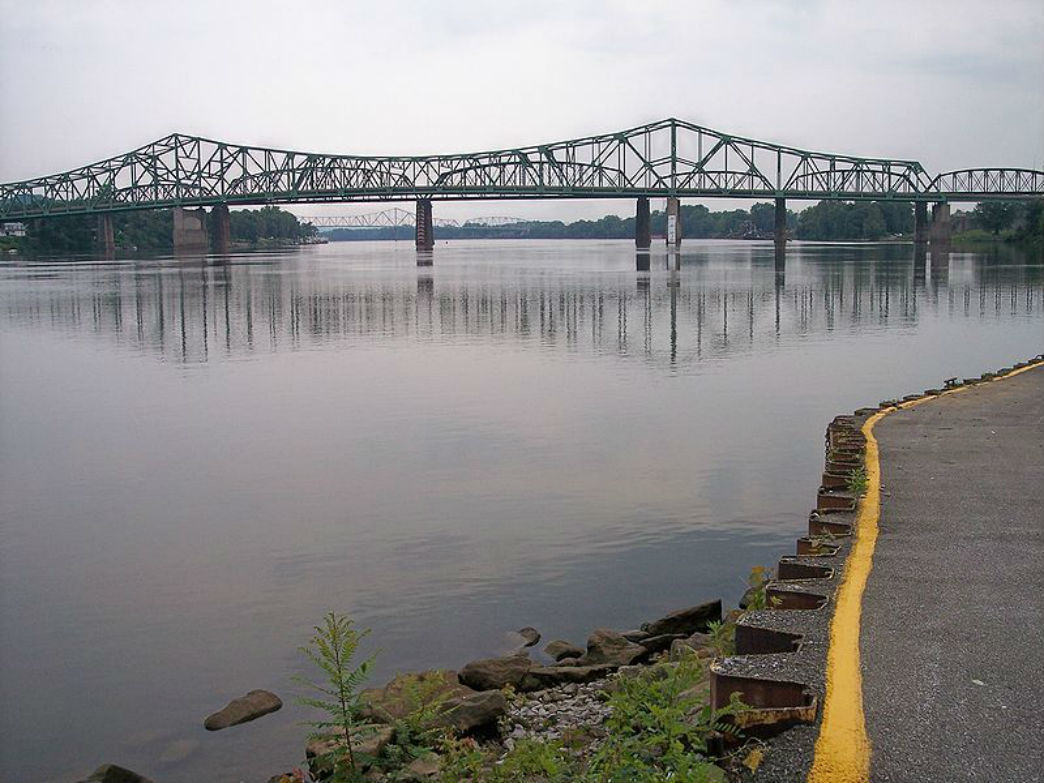 The Parkersburg Bridge crosses over the Ohio River to Belpre, Ohio.
