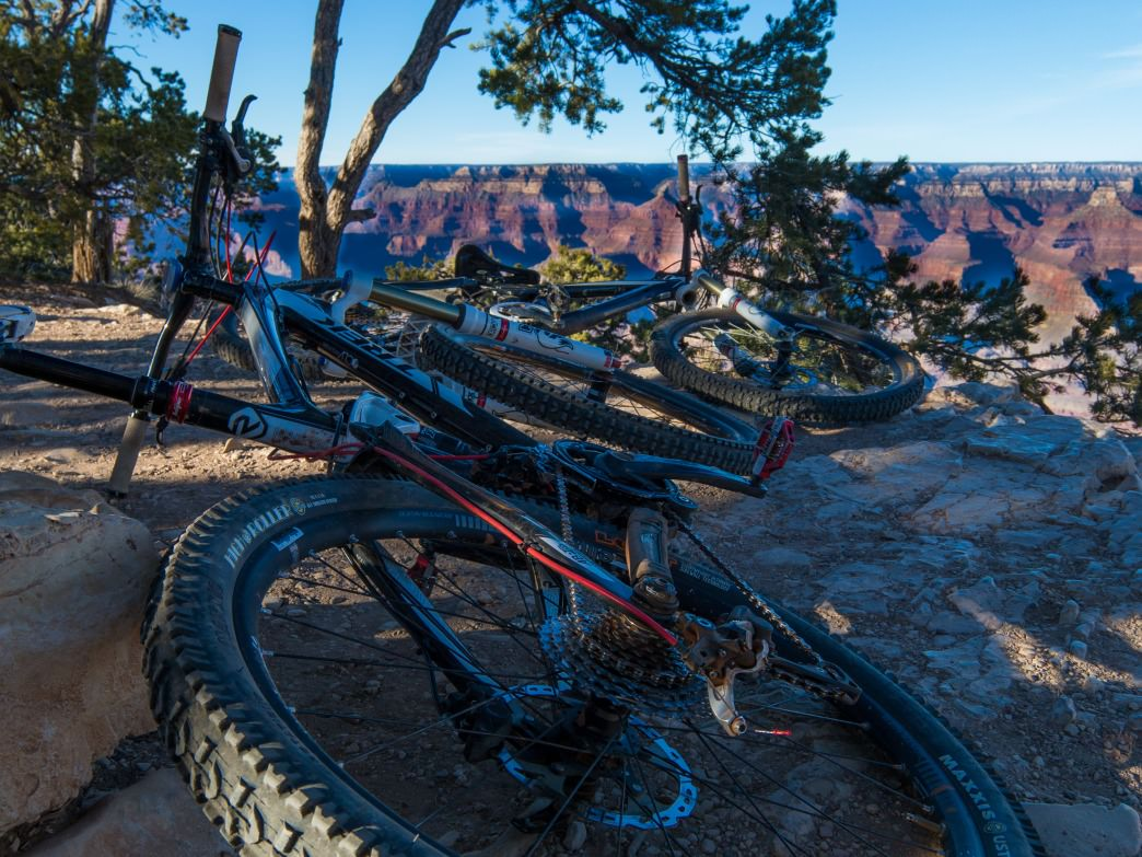 A mountain Bike aside the Grand Canyon.