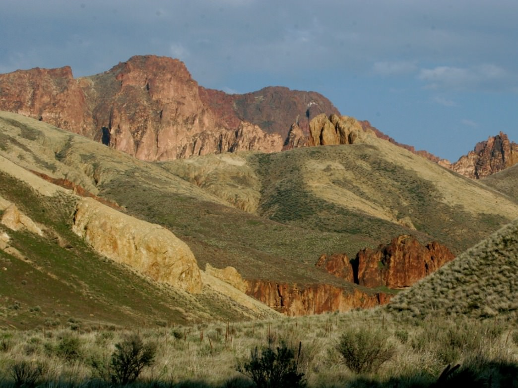 Desert scenes like this one are common throughout the Leslie Gulch and Succor Creek areas of Southeast Oregon.