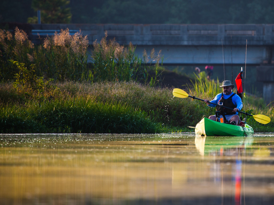 Kayak Fishing offers a much less expensive alternative to regular boat fishing.