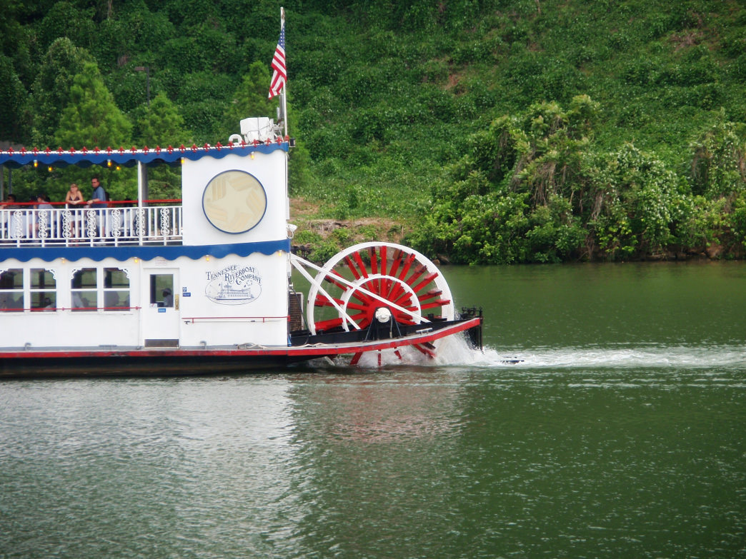 A floating dinner on the Star of Knoxville makes for a fun change of pace for date night.