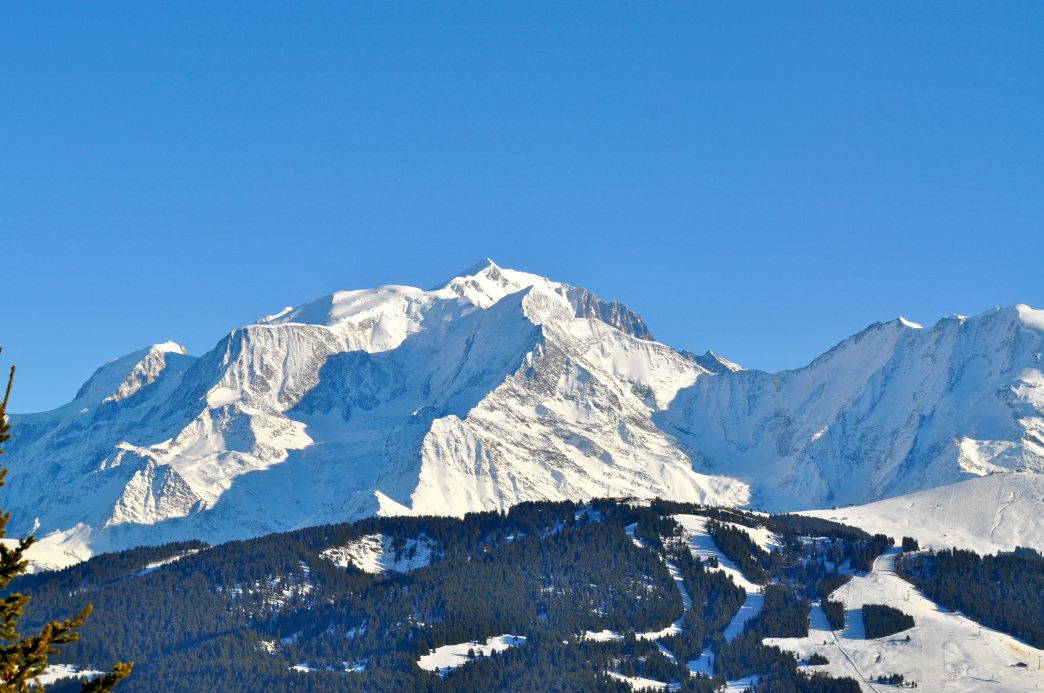 In Megeve you can gable at the Casino Barriere or listen to music at Club de Jazz Cinq Rues.