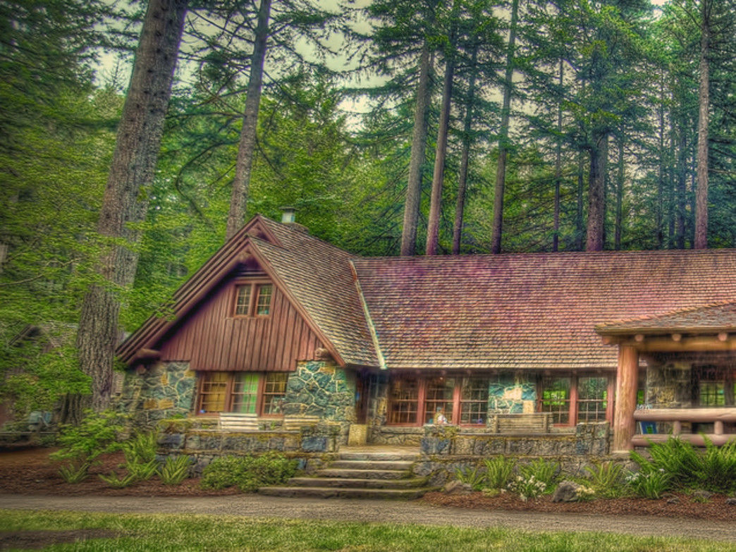 Silver Falls Lodge is a great spot within the park.