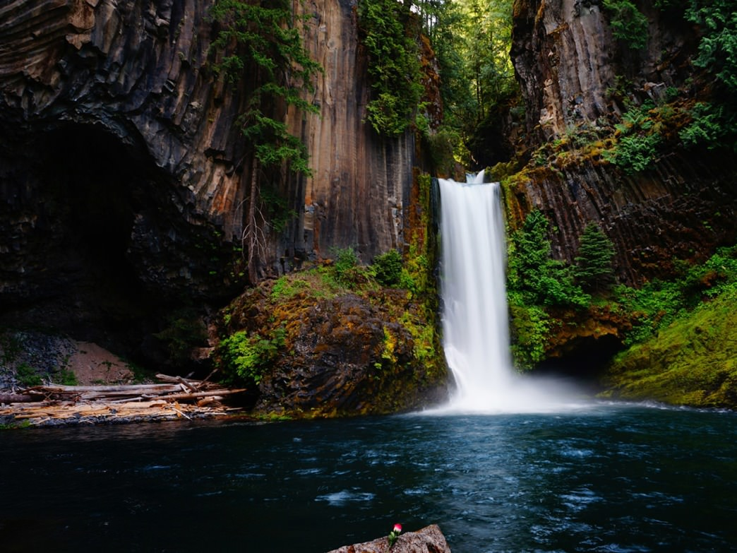 chasing 500 waterfalls in the pacific northwest an