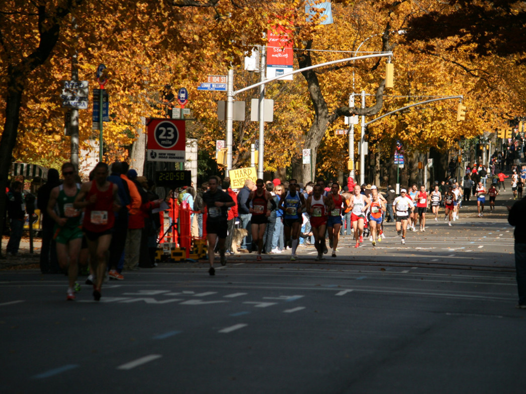 Runners passing by mile 23 at the NYC Marathon (Tom Thai via Flickr)