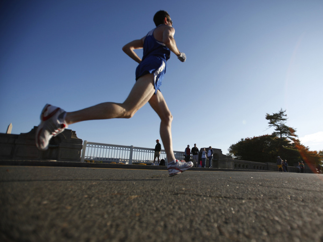 DC area runner goes hard during fall race in DC.