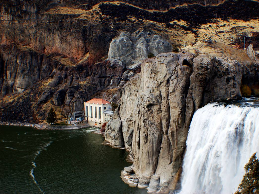 Known as the Niagara of the West, the 212-foot Shoshone Falls are spectacular to see, especially from river level.