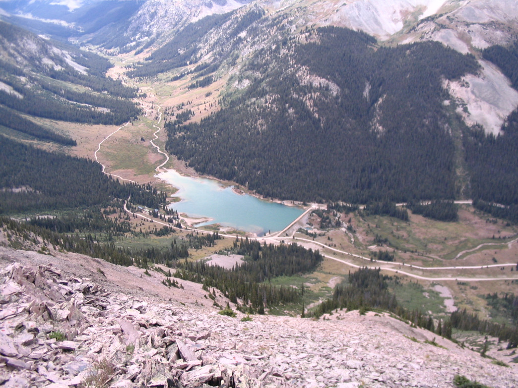 Campers along Lincoln Creek have great access to fishing, hiking, and SUPing on Grizzly Reservoir.