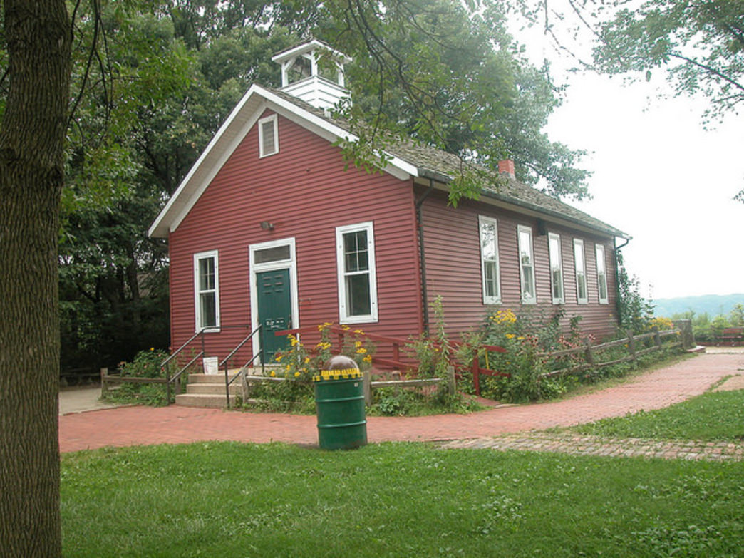 The Little Red School House features nature programming all fall—and great access to the Palos Trail System.