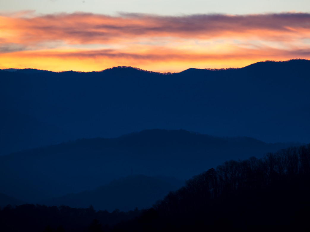 2016_03_smoky-mountain-sunrise_23767183399_o@stewartphotography.jpg