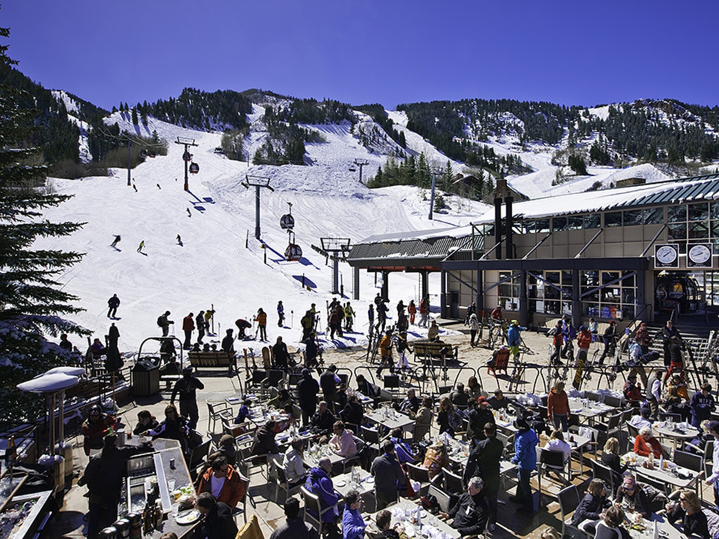 Après in Aspen is a social event, to see and be seen and enjoy a post-slope party.