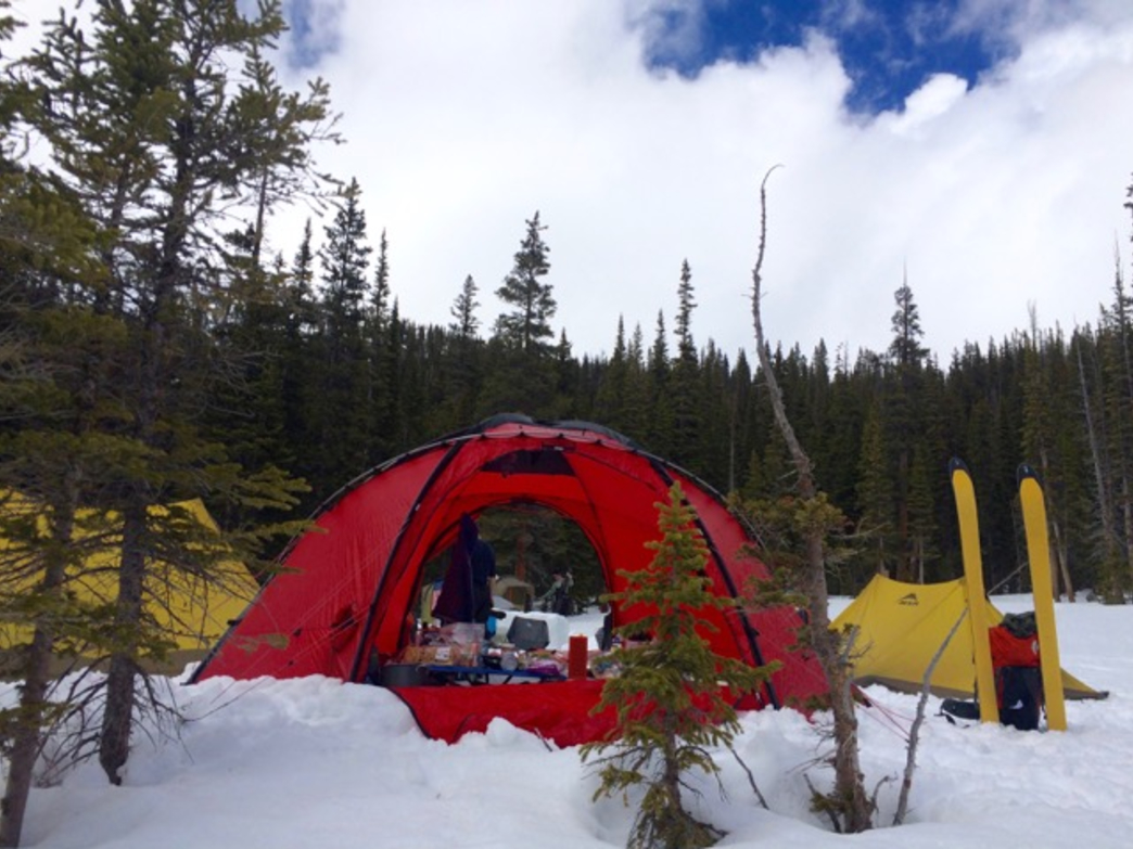 & 10 Tips for Winter Camping in Colorado