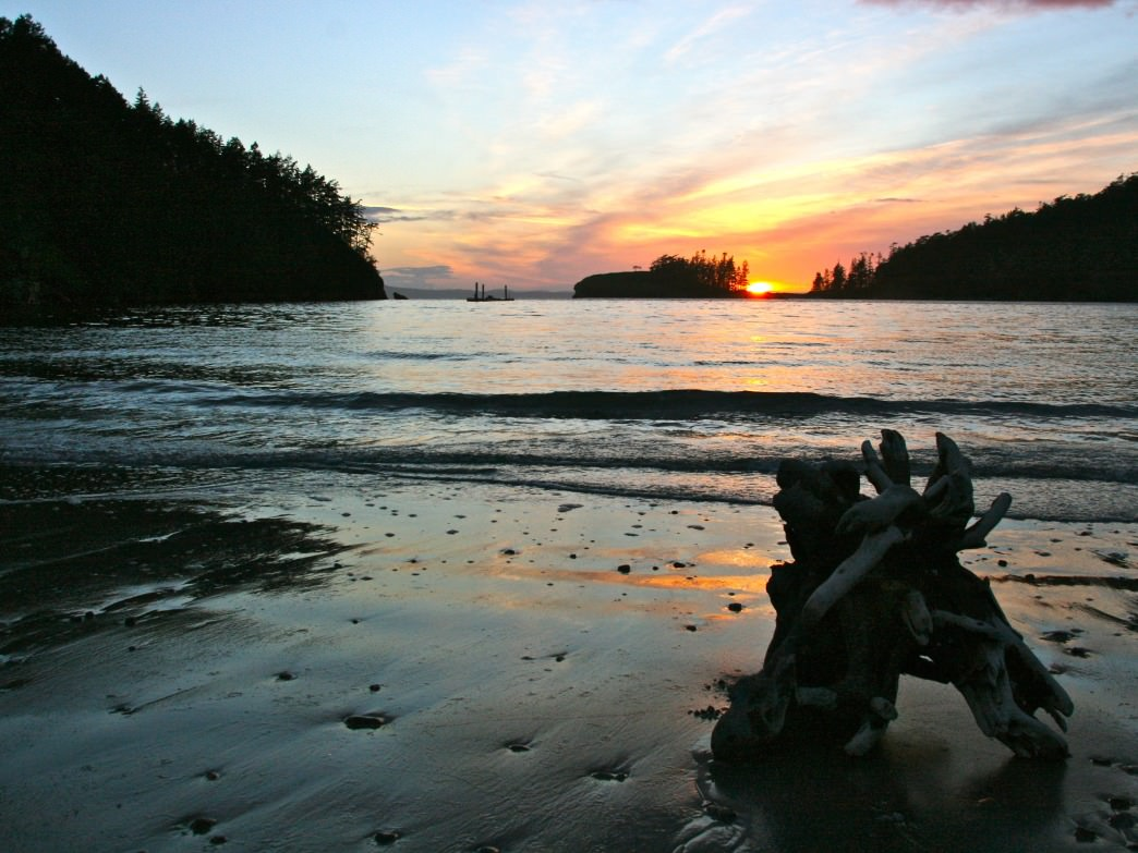 Deception Pass State Park offers campsites near the seashore and the lakeshore.