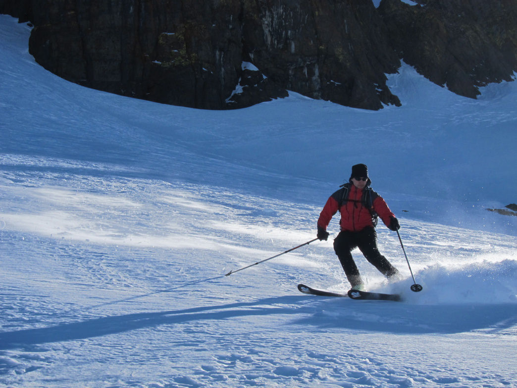 Experienced backcountry skiers can enjoy some turns on peaks like Maverick and 25 Short.