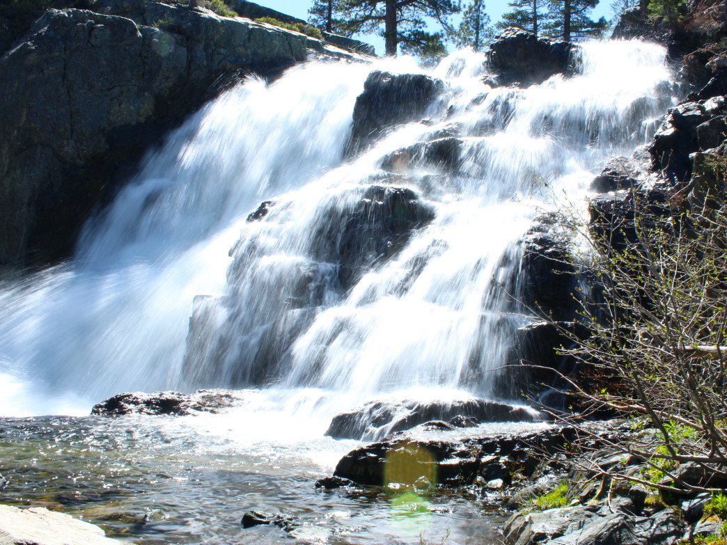 Upper Glen Alpine falls is accessible with a short 1 mile hike from the trailhead.