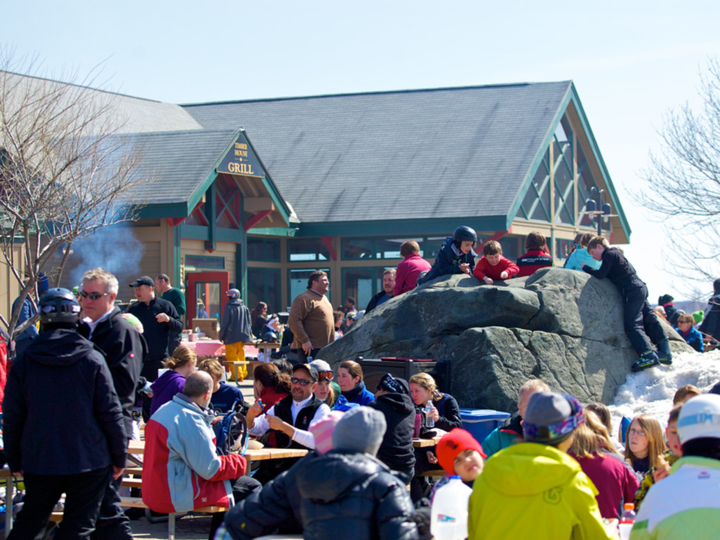 Enjoy outdoor dining on the mountain.