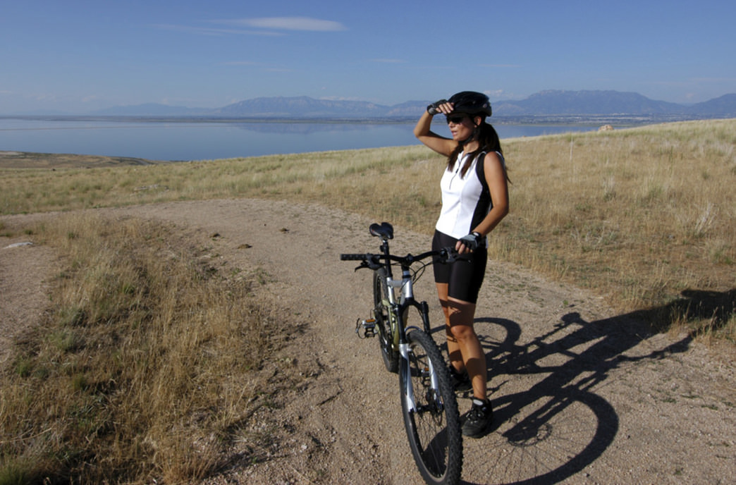 Take a ride on Mountain View Trail during sunrise or sunset for a stunning view of the lake and mountains.
