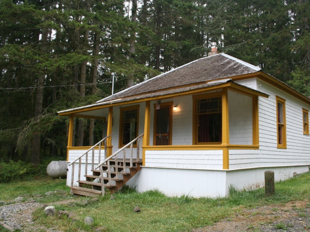 The Louella Cabin is quiet, quaint and close to epic views and amazing adventures.