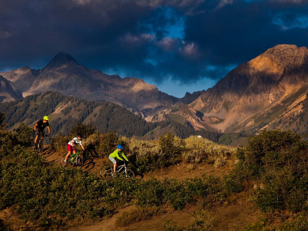 A spectacular ride along a scenic ridge line, Rim Trail is a fun ride for more experienced kids.