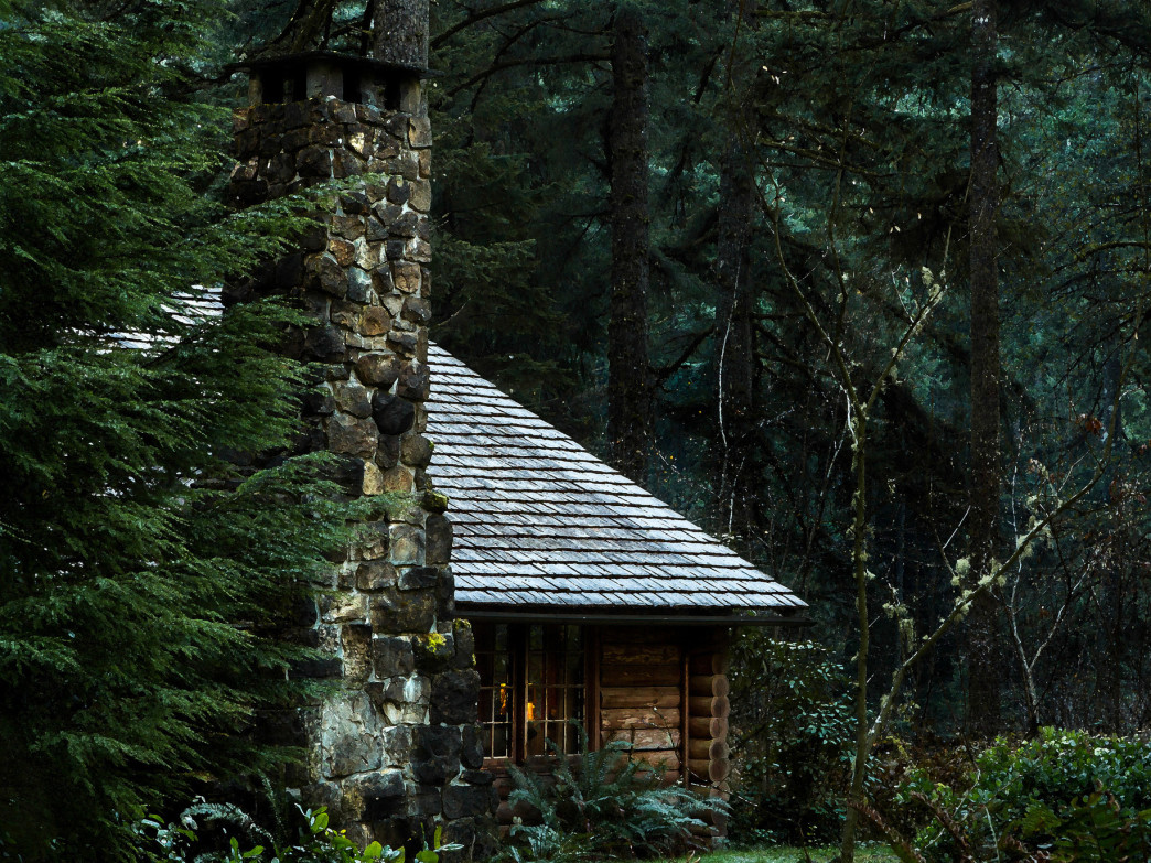 For a restorative winter retreat, cozy up in a cabin.