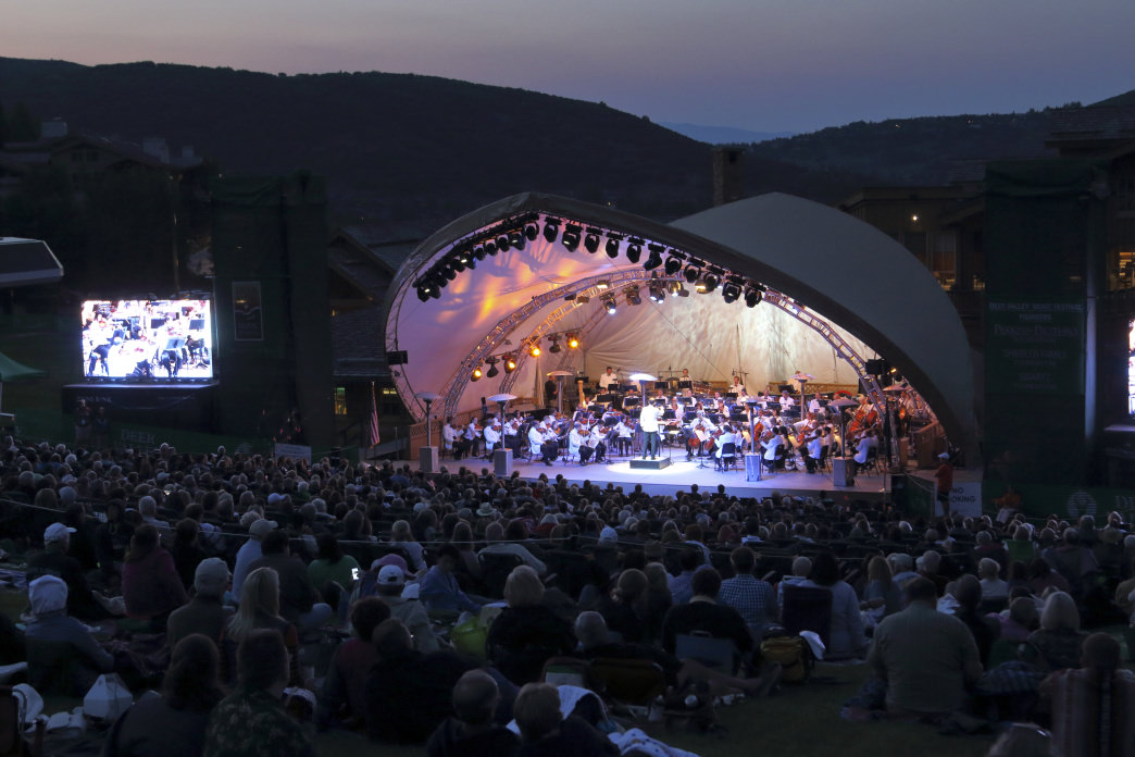 Enjoy movies and live music perfectly suited for the youngest in the family at Snow Park Outdoor Amphitheatre.