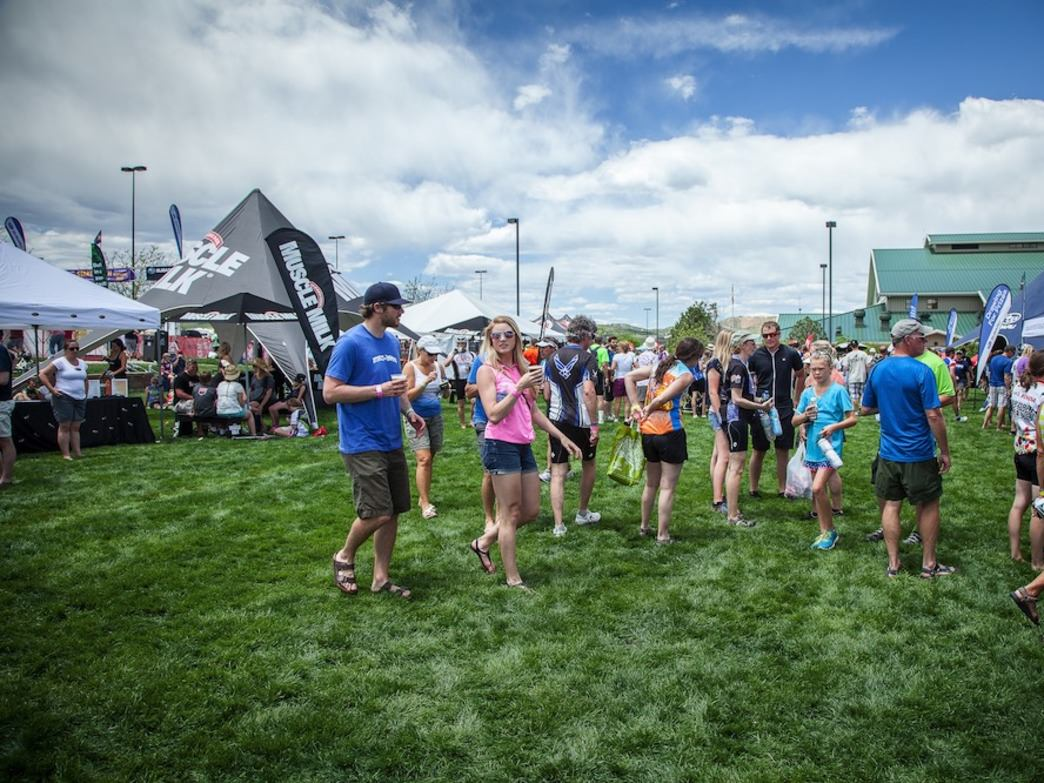Find food, drink, and music at the start and finish line in Castle Rock.