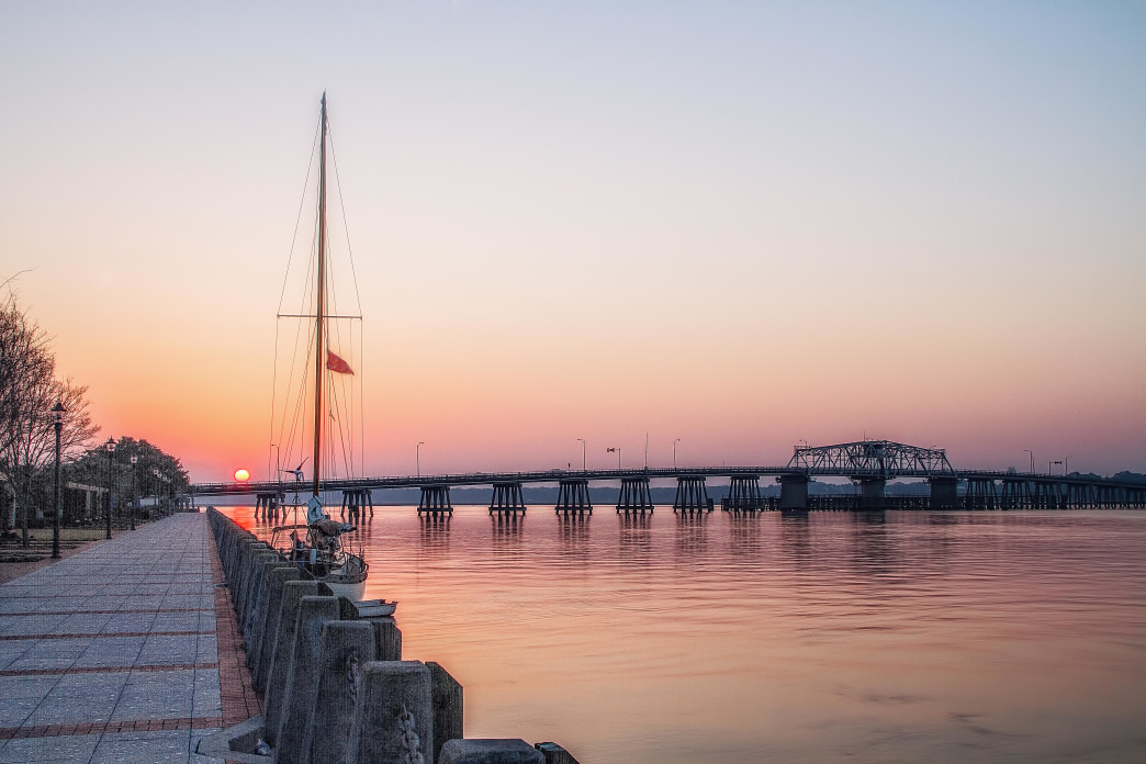 A charming riverfront and manicured greenspaces make the Henry C. Chambers Waterfront Park an excellent place to enjoy the outdoors in Beaufort, SC.