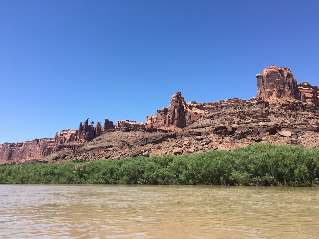 In the spring, high water creates shrub-choked shores on the Green River, which can make it tough to find a landing.