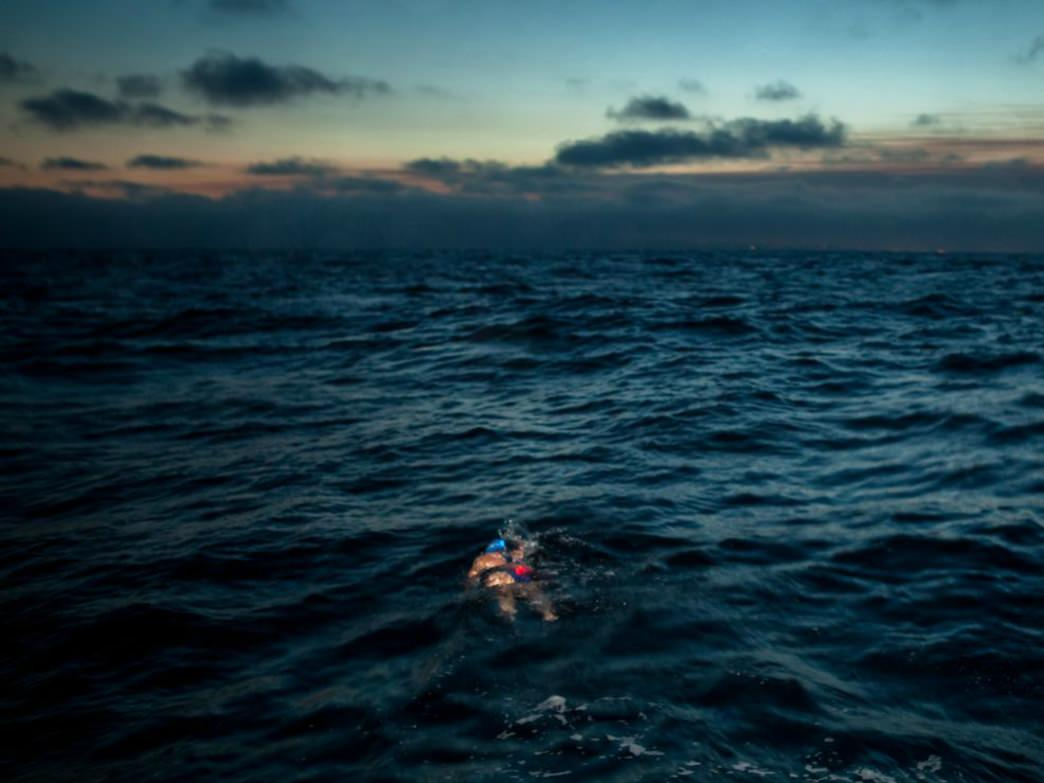 Simon Dominguez and Kim Chambers, shown here in a swim to Catalina Island, will attempt the 28-mile swim to the Farallon Islands.