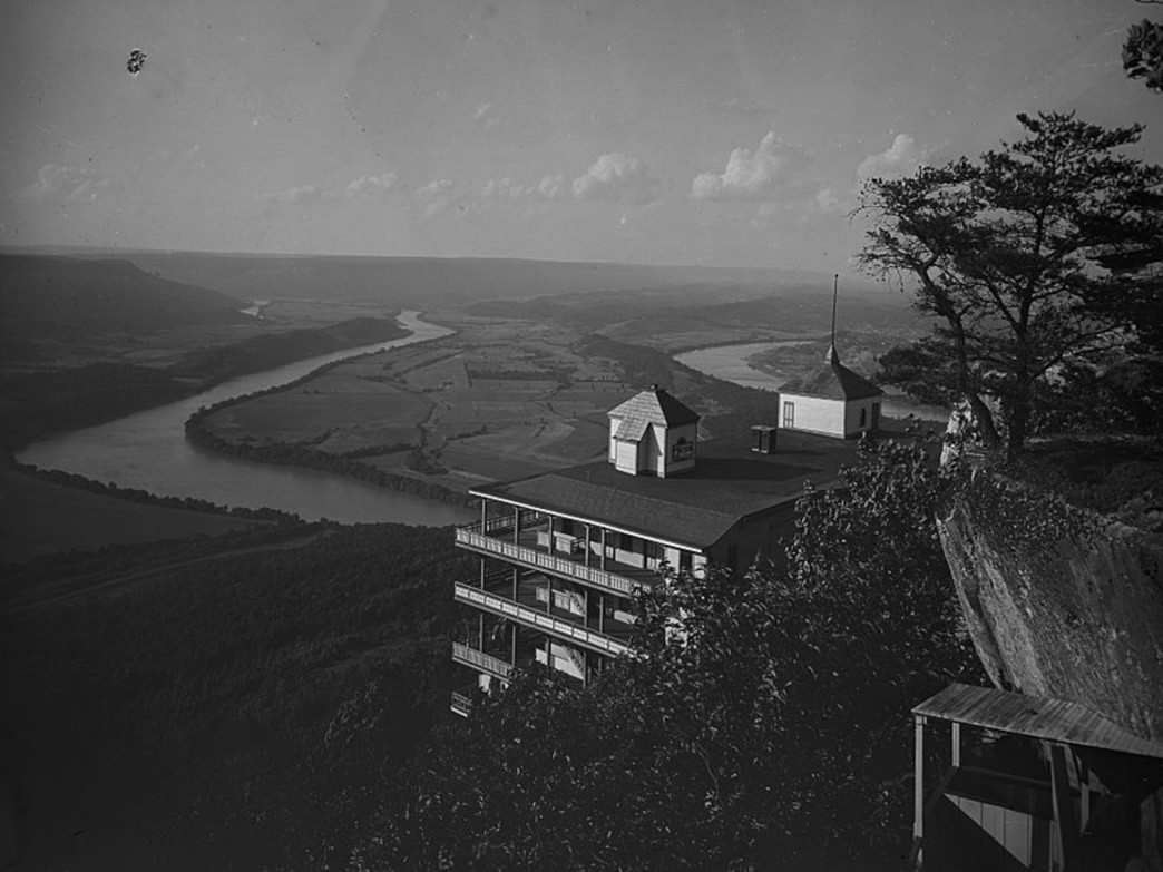 The Point Hotel, with Moccasin Bend in the background, attracted people to Lookout Mountain.