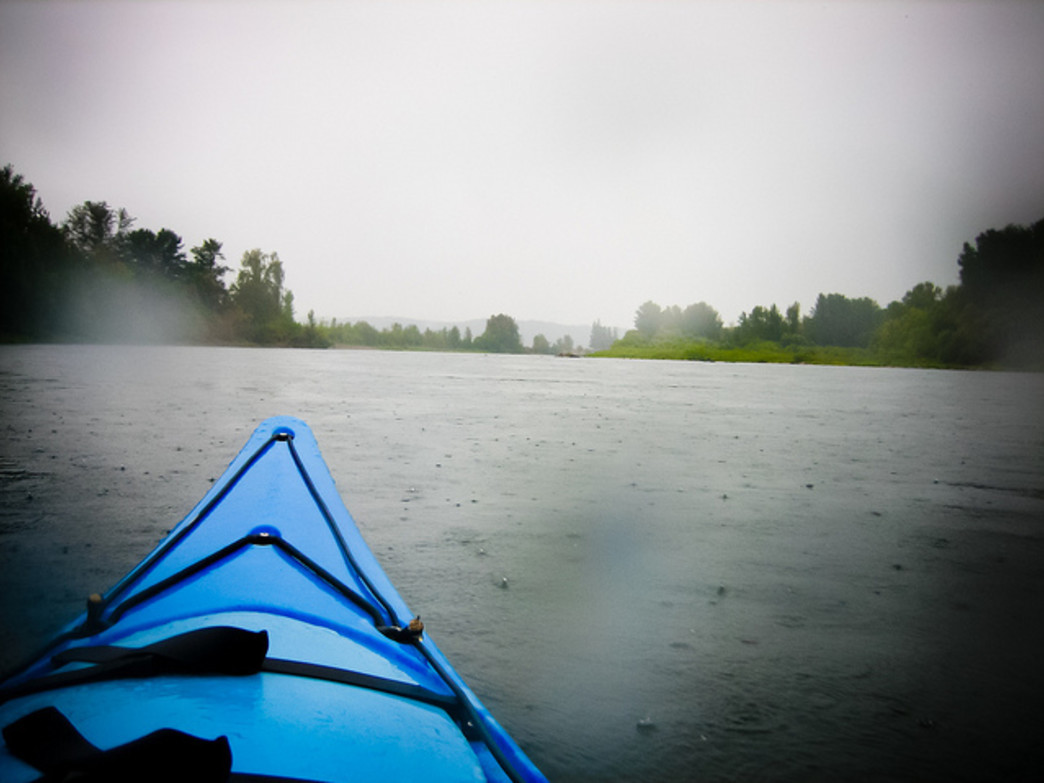 The Willamette River is a popular kayaking destination, especially with new and inexperienced paddlers.