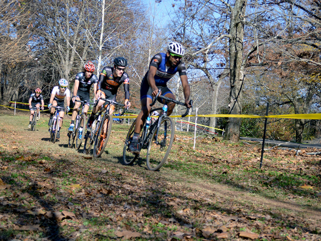 Travieso leads the front group in the Grant Park CX race.