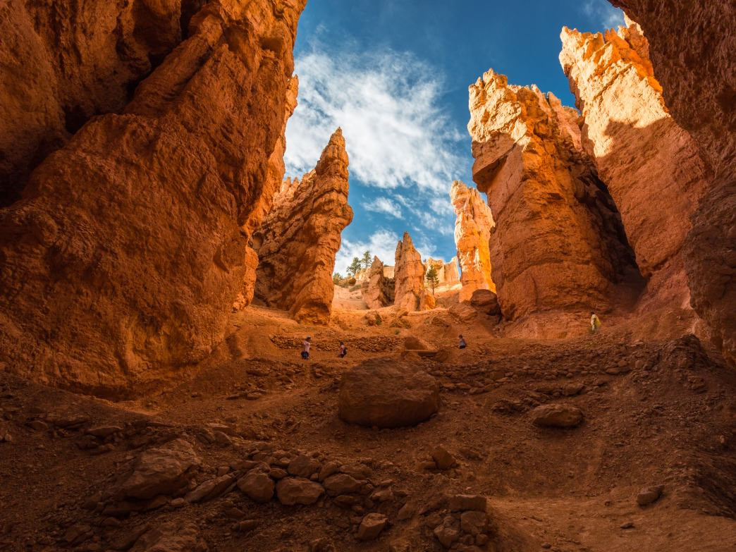 Traversing Navajo Trail in Bryce Canyon National Park, Utah.