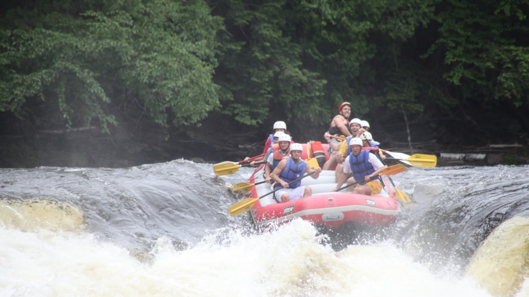 5 Places To Go Whitewater Rafting In The Midwest