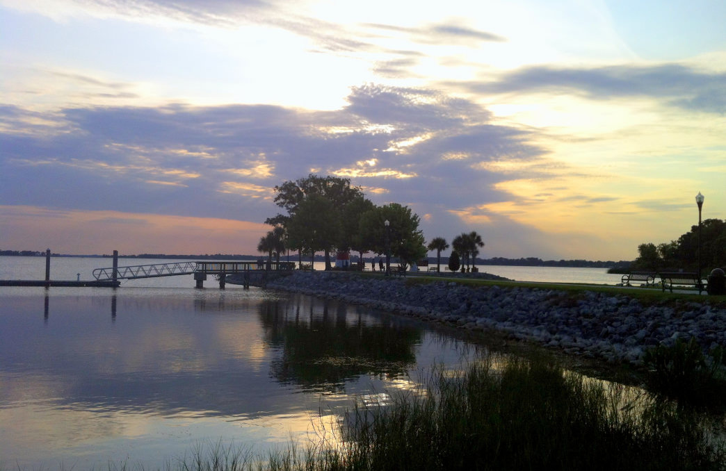The small but vibrant town of Mt. Dora features beautiful lakes, boat rides, and restaurants to enjoy.