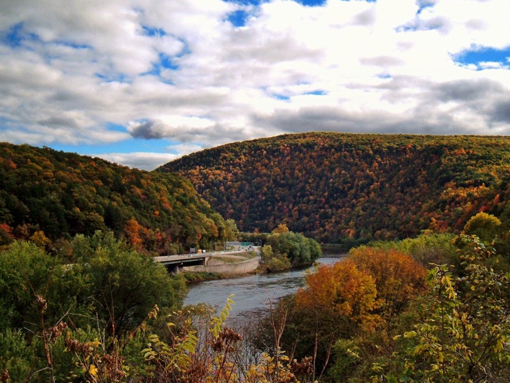 Delaware Water Gap. (via Nicholas A. Tonelli on Flickr)